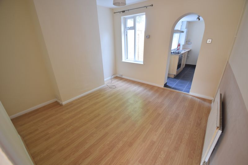 2 bedroom Mid Terrace to rent in Winsdon Road, Luton - Photo 5